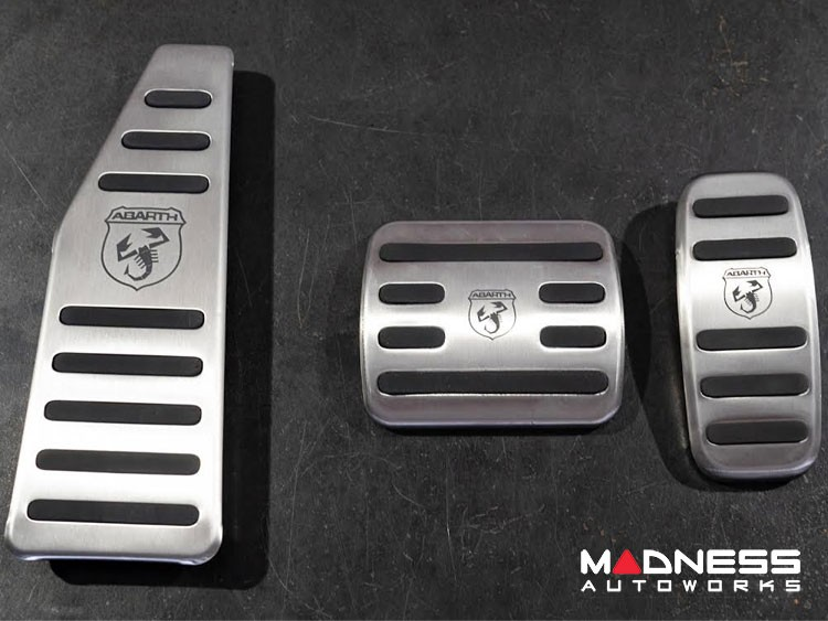 FIAT 500 Pedal Set + Footrest - Aluminum w/ Rubber Inserts + ABARTH Logo - Automatic