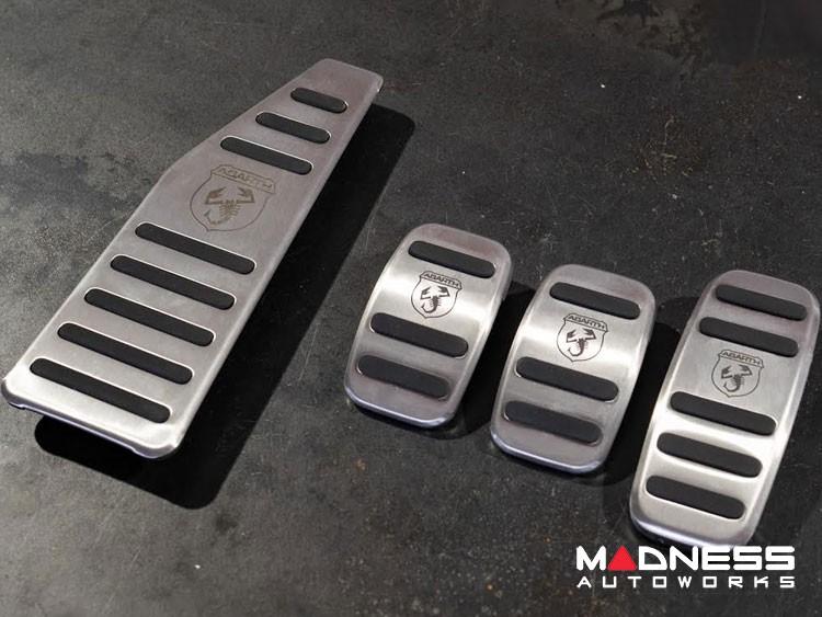 FIAT 500 Pedal Set + Footrest - Aluminum w/ Rubber Inserts + ABARTH Logo - Manual